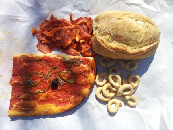 Picnic lunch - pizza, Ventricina, Tarallucci and pizza